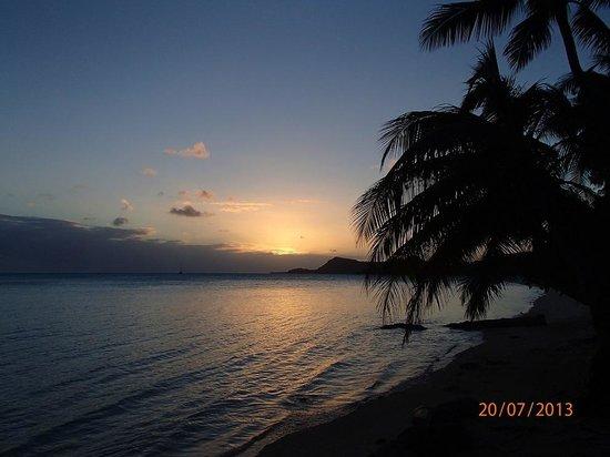 Chez Nono : Vue du coucher de soleil depuis notre plage