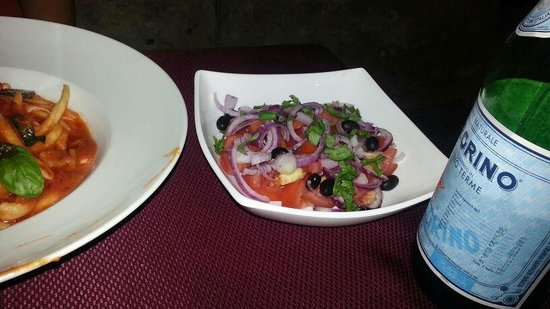 La Lamia: Tropea salad utilising the local igp tropea red onion