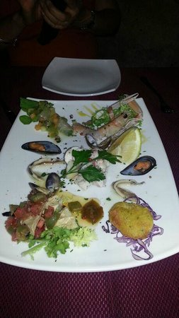 La Lamia: Starter of mixed local sea offerings