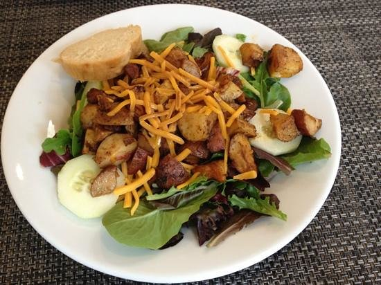 Tin Front Cafe: Yinzer Salad