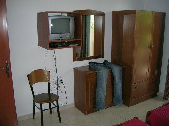 Stegna Bay: Fernseher (wir haben ihn jedoch nicht zum laufen gebracht ;-)