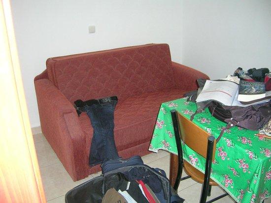 Stegna Bay: Sofa im Zimmer