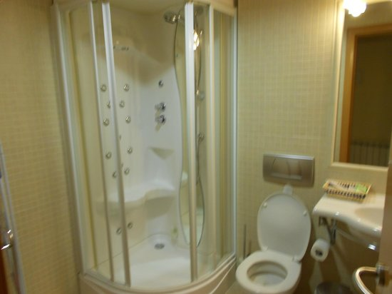 Apartamentos Centro: Bathroom