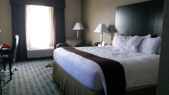 Days Inn & Suites Mineral Wells: Great room!