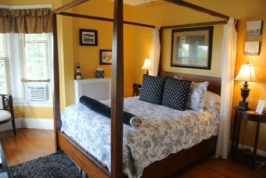 The Chadwick Bed & Breakfast: Longfellow Room
