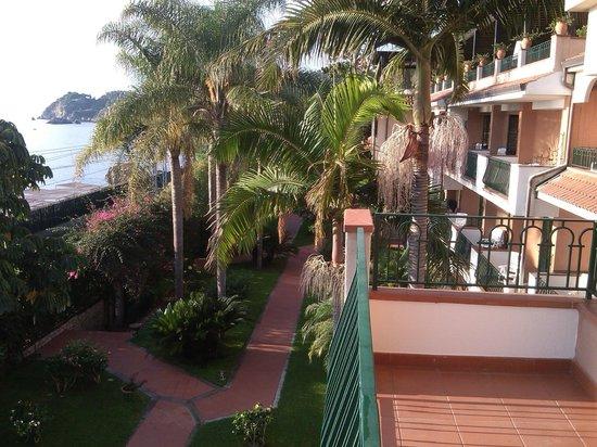 Caparena Hotel: panorama sul giardino