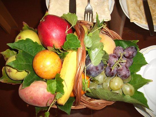 Caparena Hotel: frutta in camera