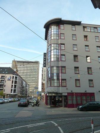 Bristol Hotel Frankfurt: externally
