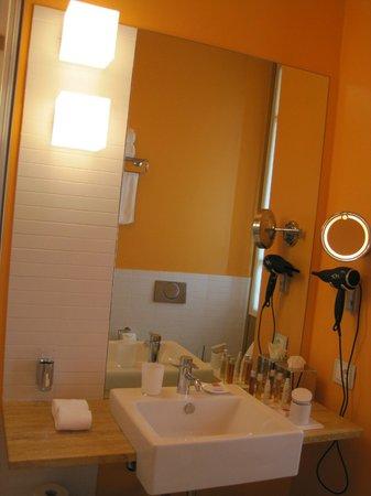 Petronilla Hotel: badkamer