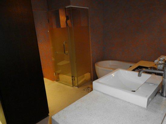 Chanalai Romantica Resort: Baño