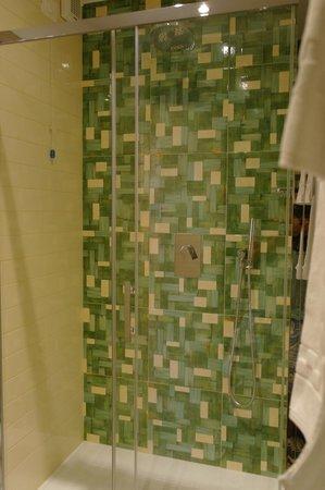 B&B Agramonte : large size shower