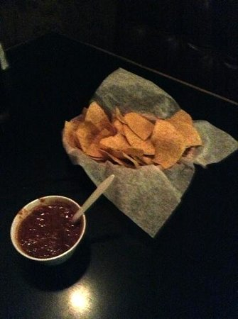 La Playa Mexican Cafe : hot salsa and hot chips!