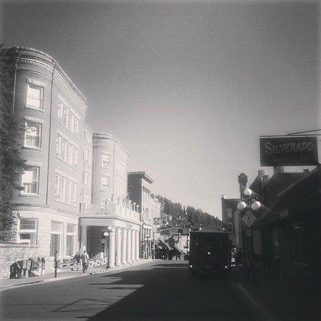 Silverado Franklin Historic Hotel & Gaming Complex : View of Franklin Hotel & Silverado from Main Street