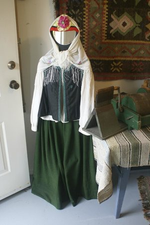 Doukhobor Discovery Centre: Traditional wear