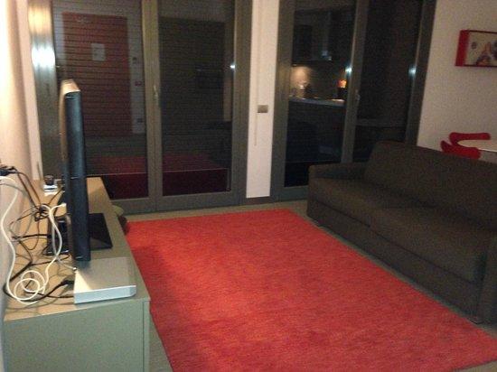 Zambala Luxury Residence: sala con divano letto matrimoniale