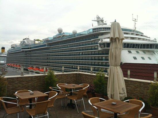 Karakoy Port Hotel: Вид утром с террасы