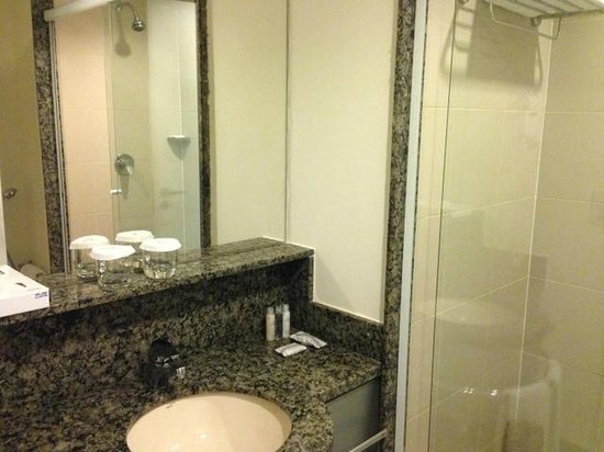 Caesar Business Vila Olimpia: Bathroom