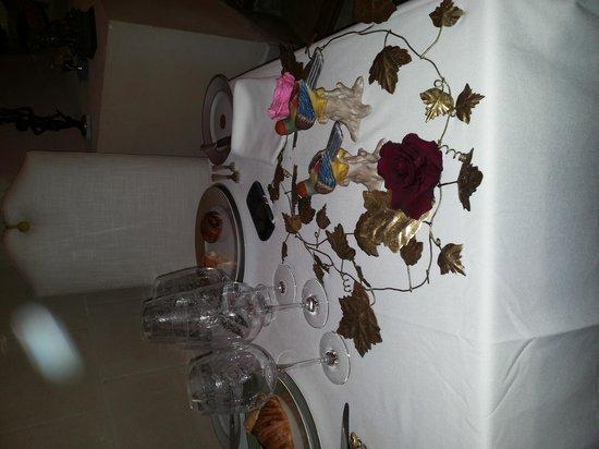 Hotel Le Saint Paul : tavola apparecchiata