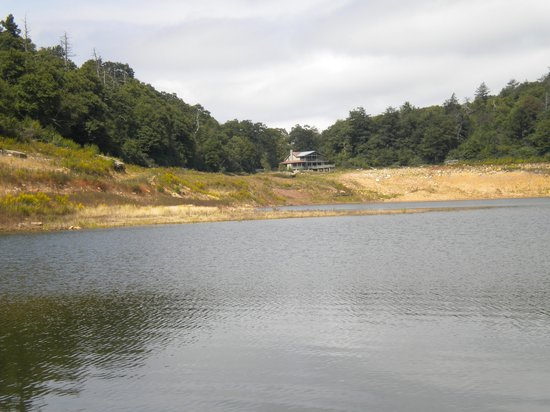 Mountain Lake Lodge: Salt Pond Lake-water level rising