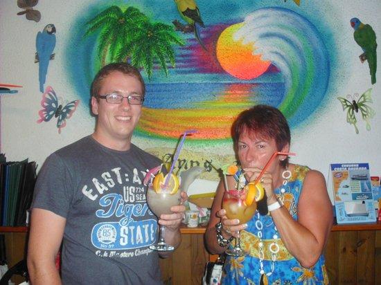 Ann's Beach Bar: chris and gail
