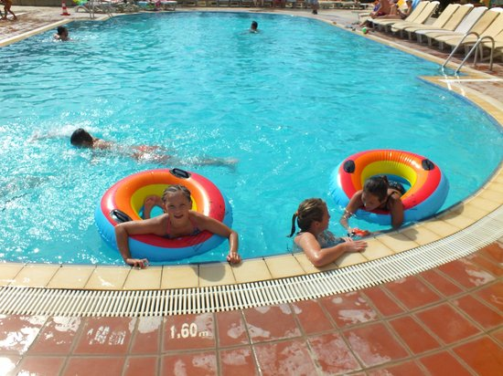Hotel Esra and Family Suites: the pool by the slides