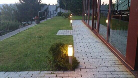Jardín y ventanal del comedor - Picture of Hotel de Naturaleza, Cee ...