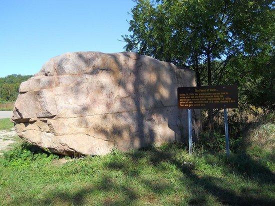 Johnson's Shut-ins State Park: Large boulder