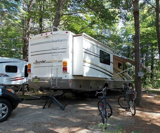 New Green Acres RV Park: Tree covered lots