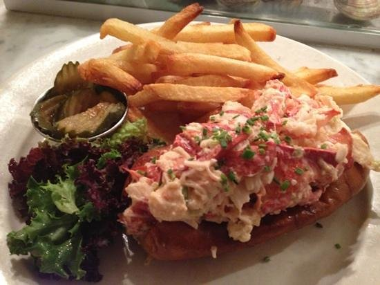 Luke's Lobster Upper West Side: Lobster roll, New England Clam Chowder and  Blueberry soda