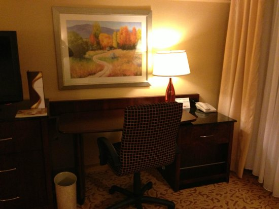 Marriott Riverside at the Convention Center: Desk