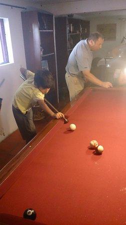 Quinta do Sol : practicando el billar