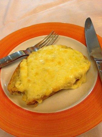 Da Pinocchio : Garlic bread with cheese.