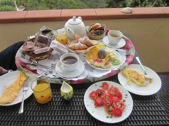 B&B Cala del Rio Isola di Capri: Breakfast Buffet