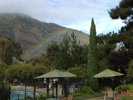 Country Garden Inns: Rainbow view!