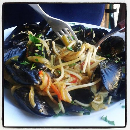 Sousouro: Spaghetti with mussels
