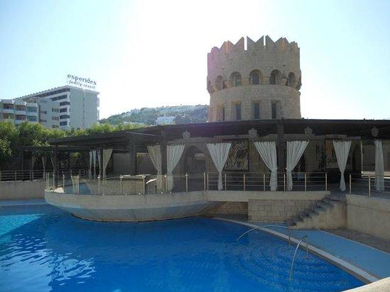 Esperos Mare: Pool (grann-hotellet)