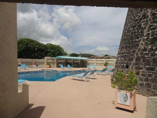 Sugar Beach Condo Resort : entering the pool area