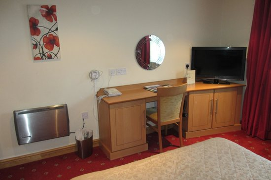 Corn Mill Lodge Hotel : Working desk in the double room