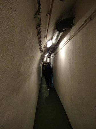 Communism and Nuclear Bunker Tour : bunker corridor