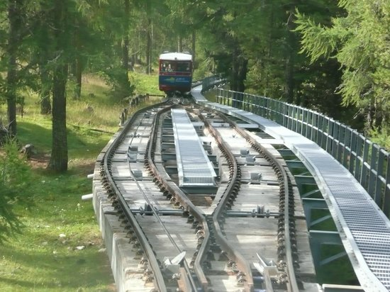Muottas Muragl: Bergbahn