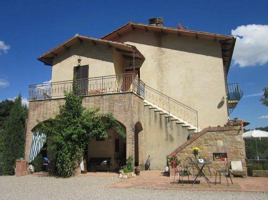 Agriturismo Fontecastello: Front of farmhouse