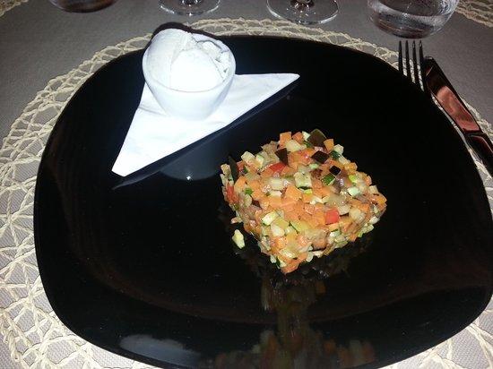 Antica Osteria Croce Bianca: ratatouille di verdure con gelato al gorgonzola