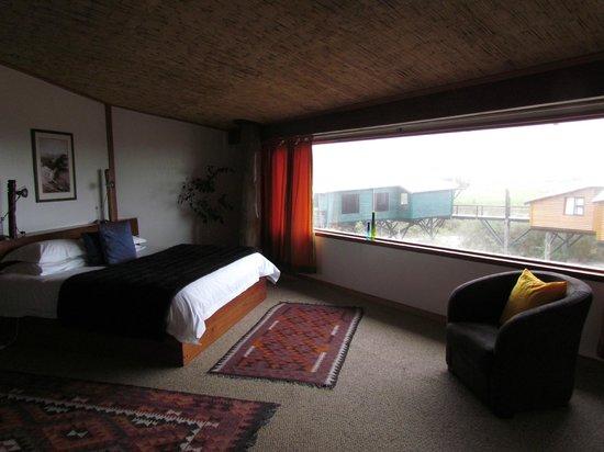 The Stiltz : la camera al piano superiore e la vetrata