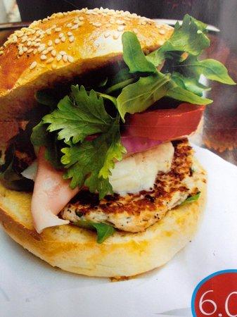 """Karrement Burger, Le Petit Michotte: Le Burger spécial du patron """"Que Bella"""""""