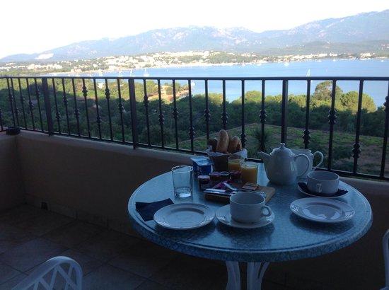 Alta Rocca Hotel: Petit-déjeuner sur la terrasse