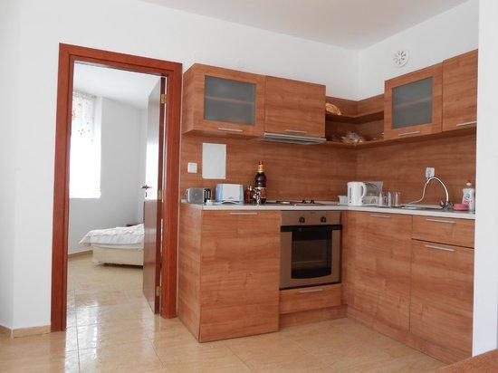 Sun Village Apartments: Kitchen