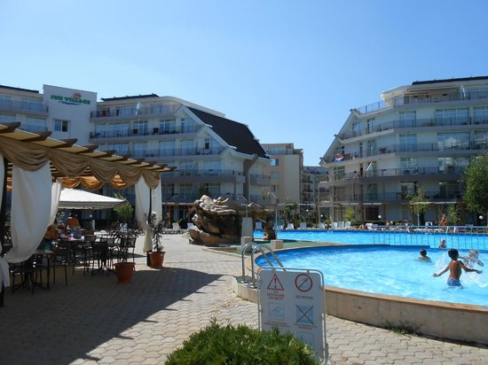 Sun Village Apartments: Hotel pool and apartments