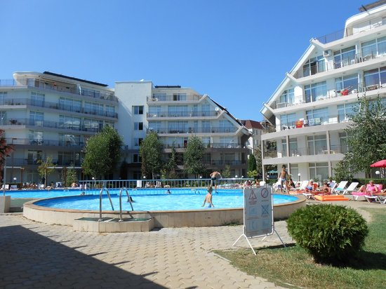Sun Village Apartments: Pool and apartments