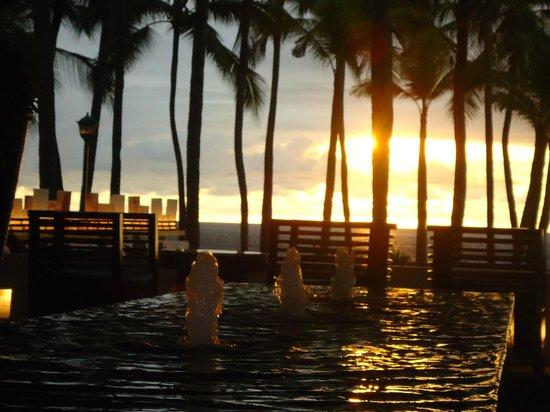 Hyatt Ziva Puerto Vallarta: Bello atardecer , vista desde el lobby .