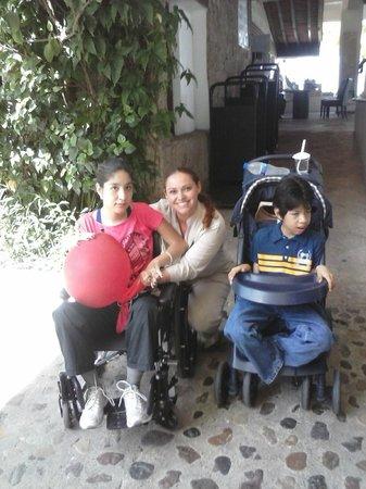 Hyatt Ziva Puerto Vallarta: Bethy, con mis hijos .